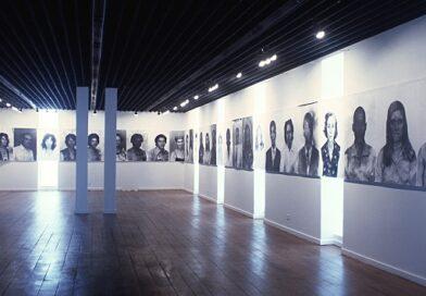 Mostra na Pinacoteca de São Paulo celebra os 35 anos de carreira da artista Rosângela Rennó - Foto: Eduardo Brandão